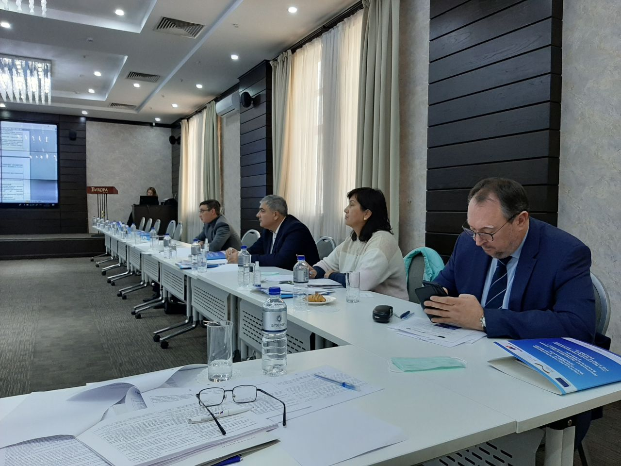 Проект закона о внесении изменений в Закон «Об Адвокатуре Кыргызской Республики и адвокатской деятельности» обсудили на круглом столе в Бишкеке