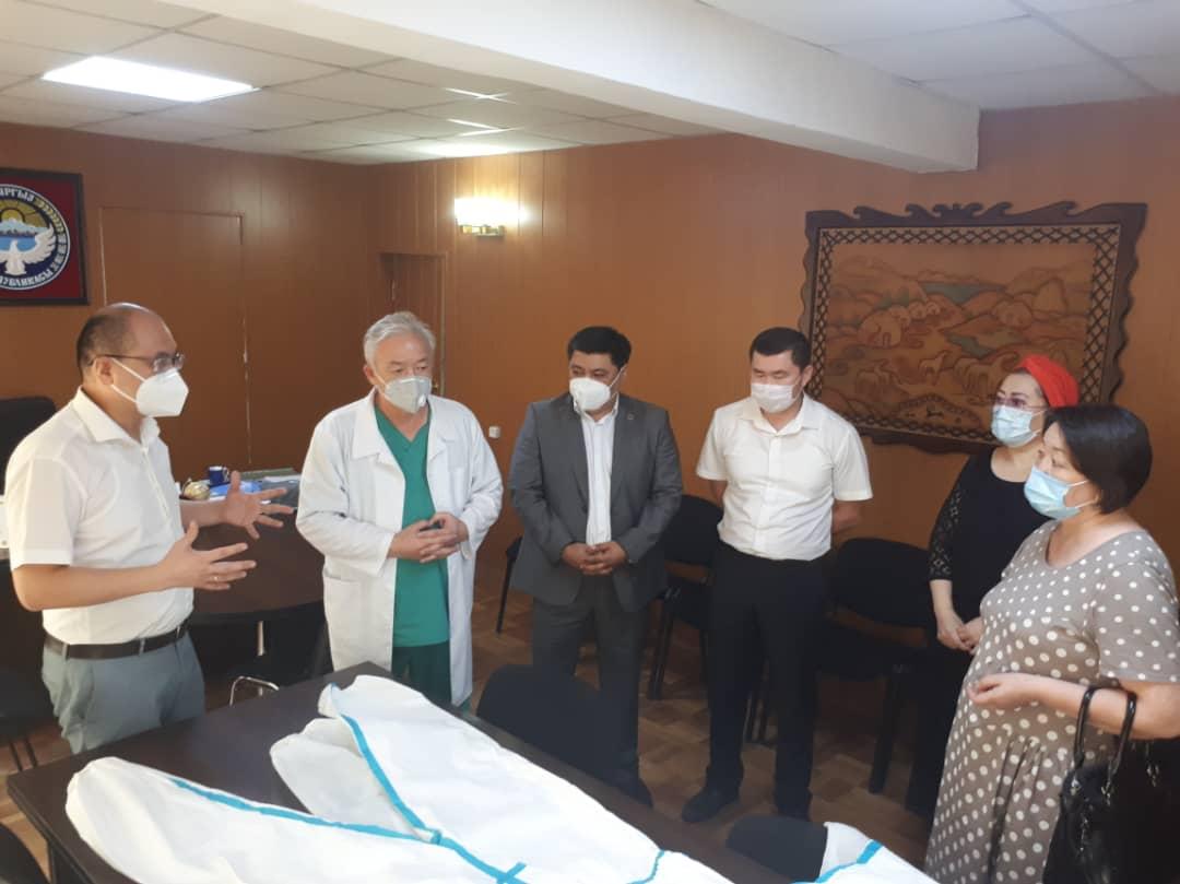 Частные нотариусы оказали помощь Национальному госпиталю при Министерстве здравоохранения КР