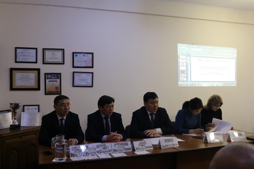 Кыргыз Республикасынын Юстиция министринин орун басары М.Сарымсаков туруктуу өнүгүүнүн максаттарына жетүү боюнча Улуттук ыктыярдуу серепттин долбоорун даярдоо жүрүшү жөнүндө баяндама менен чыгып сүйлөдү