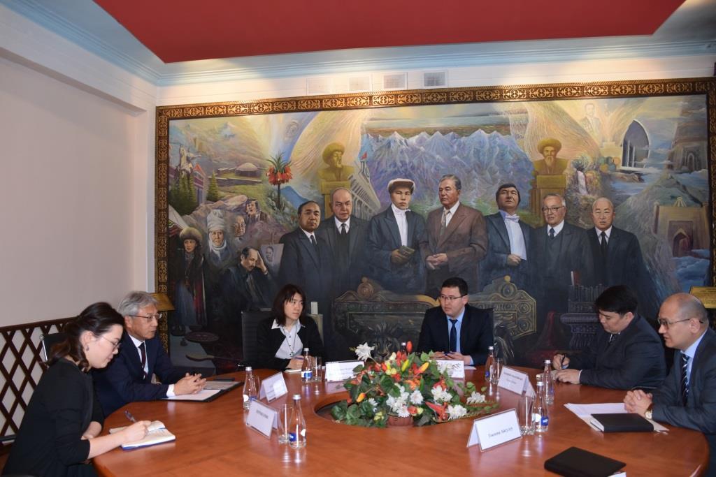 Встреча министра юстиции М. Джаманкулова с Чрезвычайным и полномочным послом Японии в Кыргызской Республики